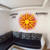 Drapeau Macédoine dans un Salon avec écriture cyrillique